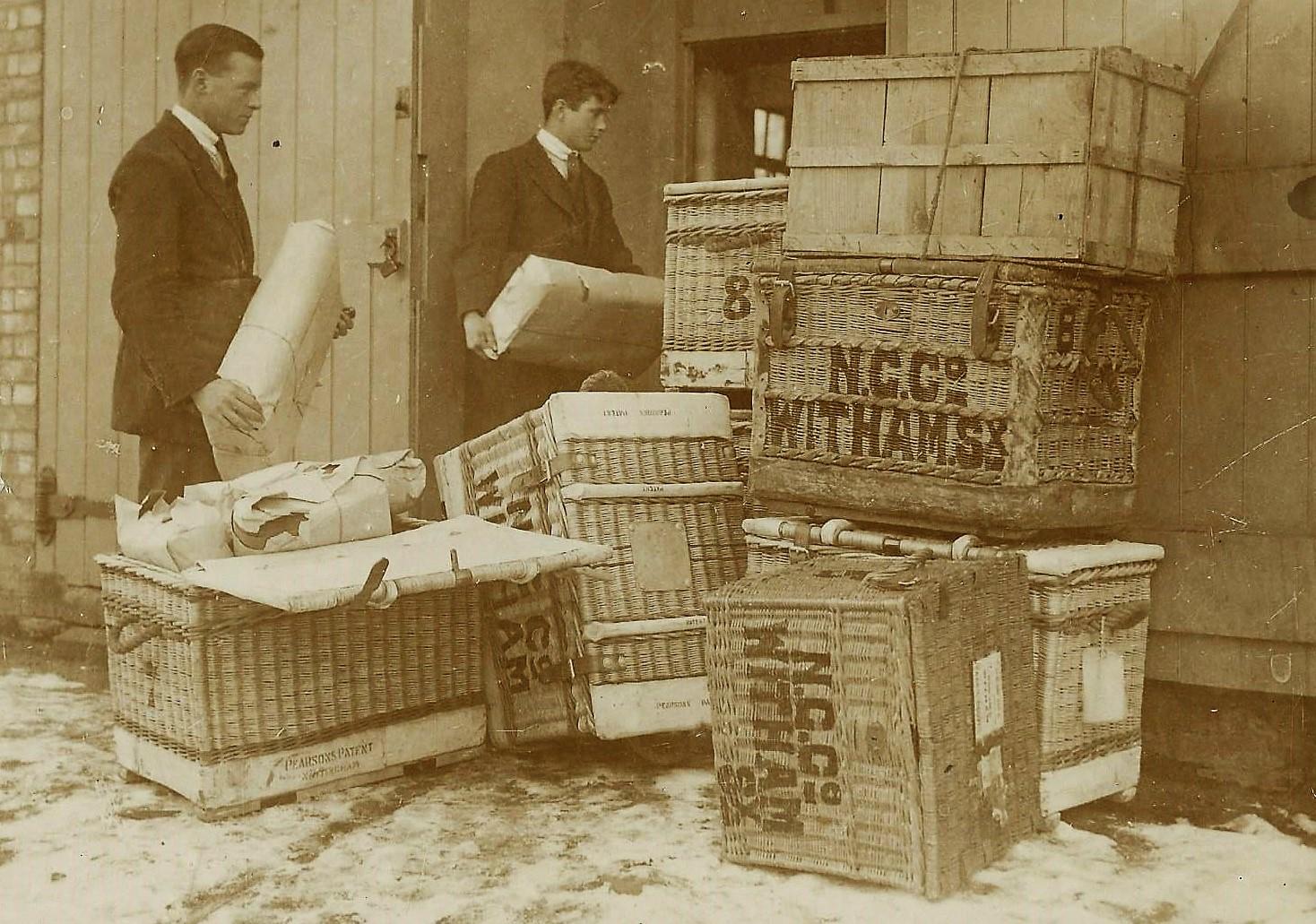 1923 Unloading fabric
