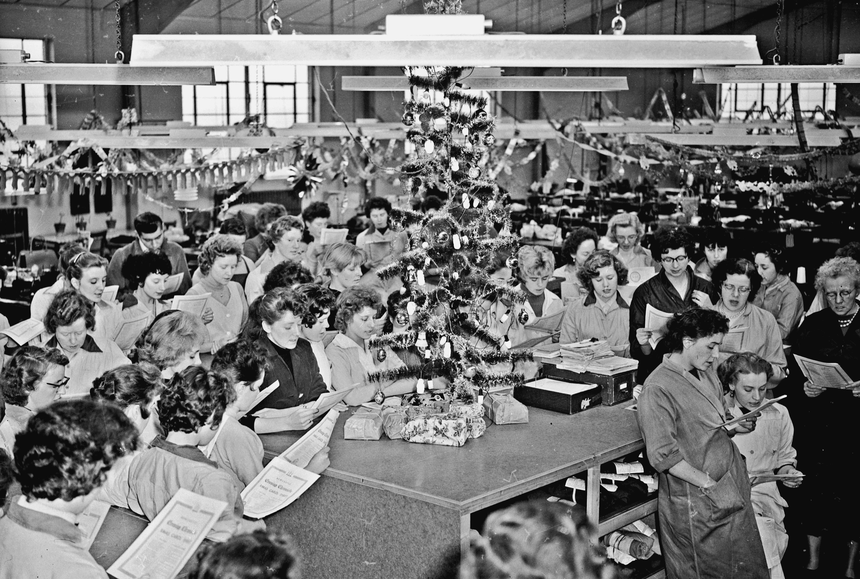 20.1960 Jan 1st Pinkhams Factory carol singing.