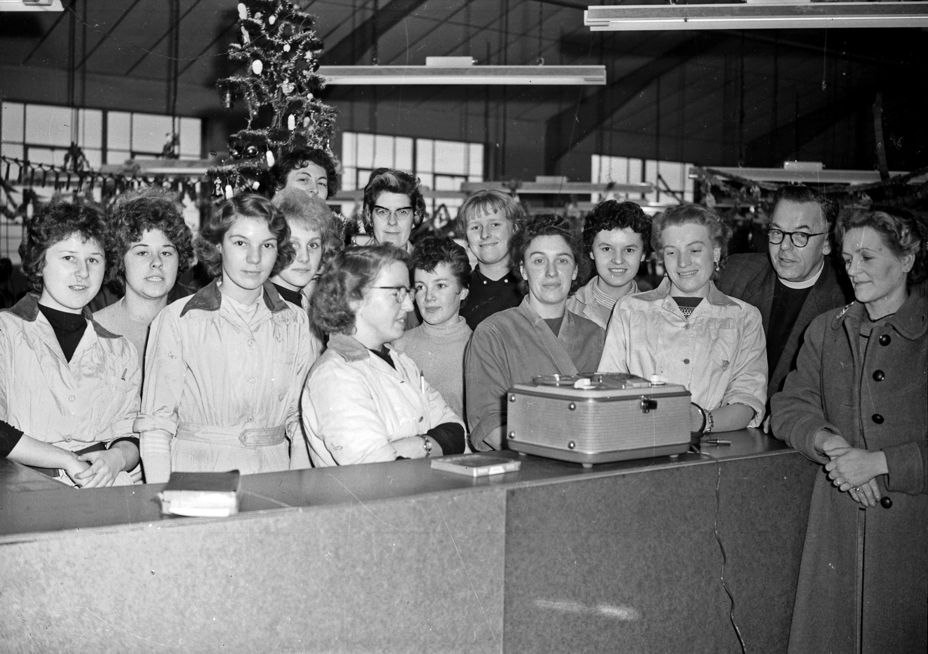 22.1960 Jan 1st Pinkhams factory carol singing.
